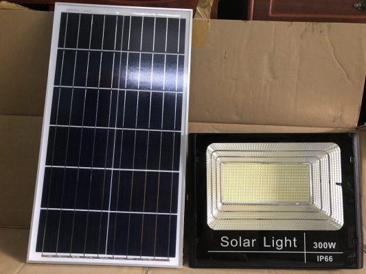 Đèn pha năng lượng mặt trời 300 W